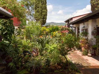 Garden Loft! Just Two Blocks from Central Park!!, Antigua