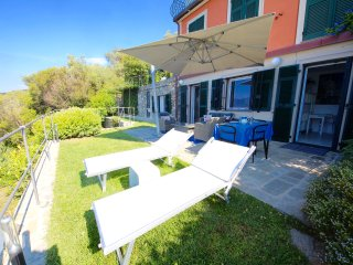 SUITE DOLCEVITA 1BR-patio and garden by KlabHouse, Zoagli