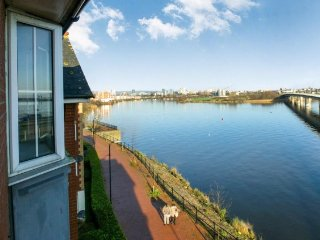 Comfy Cardiff Bay Flat Water Views, WiFi, Motorpoint Arena, Millenium Stadium
