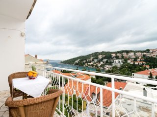 Apartment Marieta - Two-Bedroom Apartment with Balcony and Sea View