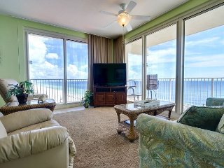 Large Corner Unit with Private Balcony - Free Tickets to local attractions