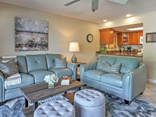 'Pelican Cove' - 2BR Bradenton Beachside Condo!