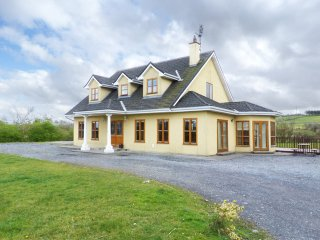 Luxury 5 bed detached open plan House with stone wall and large garden, Timber Deck
