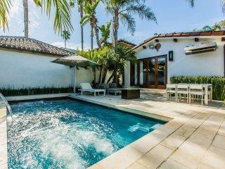 WALKING to the GROVE! Modern Villa w/ Pool & Spa