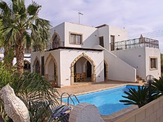 Villa Elena - close to Fig Tree Bay , WIFI, Pool, Protaras