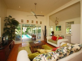Sans Souci - 3 Bedroom House in a Tropical Landscape