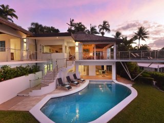 The Pinnacle - 4 Bedroom House in Town with Stunning Views, Port Douglas