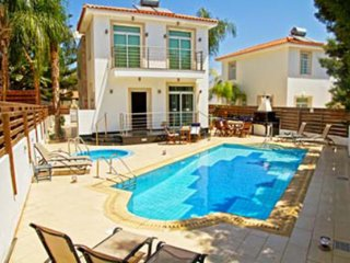 Villa Istaria- 4 bedroom with pool & Jacuzzi, WIFI