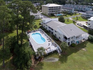 2BR in Wolf Bay Villas w/ Pool, Fishing Pier - Long-Term Specials Available