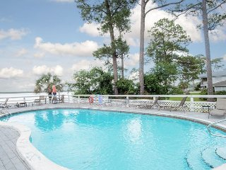 2BR in Wolf Bay Villas w/ Pool, Fishing Pier - Book now for Fall Specials!