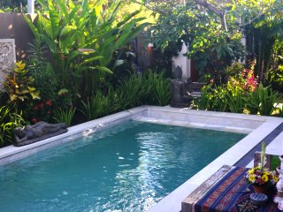 Bali Bukit BackPacker & Surfer PoolSide Villa