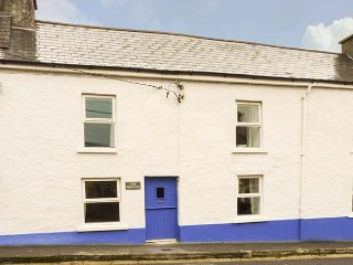 THE PHOENIX, pet-friendly, WiFi, en-suite facilities, open fire, near the coast,