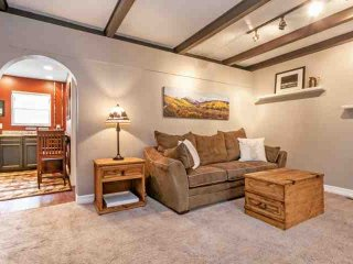 Quaint East Vail Townhome, Convenient to Bus Stop, Perfect Couples Getaway!