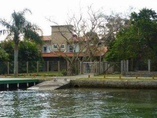 Casa com Deck p Barcos Frente Lagoa