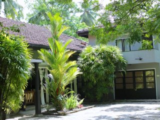 Moonwater Villa A/C Pool, BBQ Yoga Shala Sleeps 10, Unawatuna