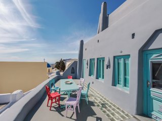 The Grey Villa, Fira