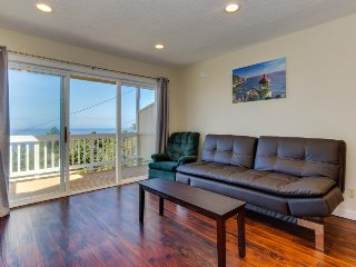 Cozy, quaint condo w/ ocean views & easy beach access - dogs ok!