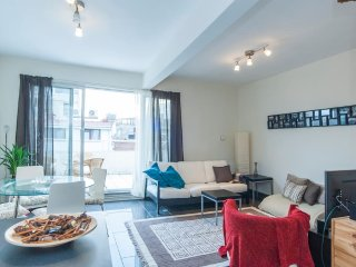 Spacious 2 bdrm apt with balcony + rooftop terrace, Istanbul