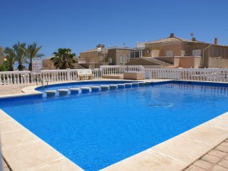 Luxurious villa with pool and 500m from the beach!, Torrevieja