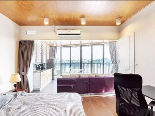 Stunning modern lake view rooftop apartment, Hanói