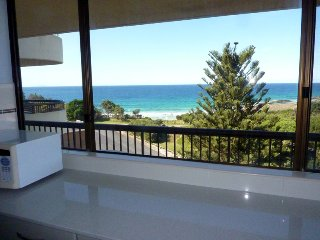 Pinnacle Penthouse Apartment - Overlooking Main Beach, Forster