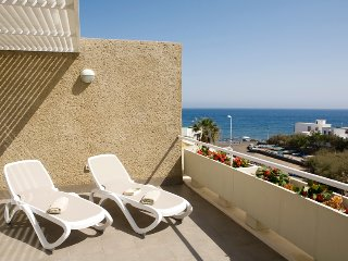 Beautiful beach apartment, sea front, sunny, wifi, cosy, El Poris de Abona