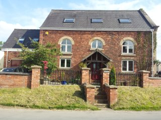 The Old Chapel at Wrawby, sleeps 10 in 5 bedrooms