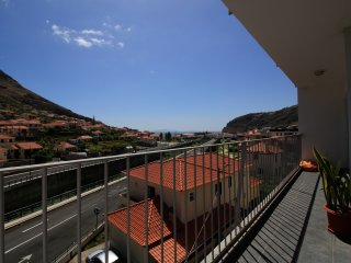 Luisa Apartment. Gorgeous balcony sea view. WiFi, Machico