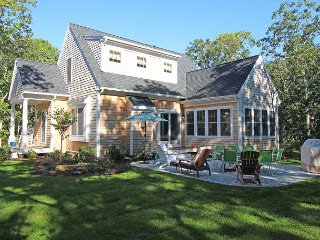 Beautiful New Oak Bluffs Home, Vineyard Haven