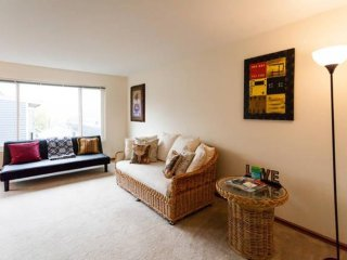 Elegant 1 Bedroom Apartment, Malden