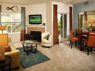 Elegant 2 Bedroom Apartment, Cottage Lake