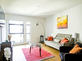 Furnished 2-Bedroom Apartment at Hollywood Blvd & Argyle Ave Los Angeles, Los Ángeles