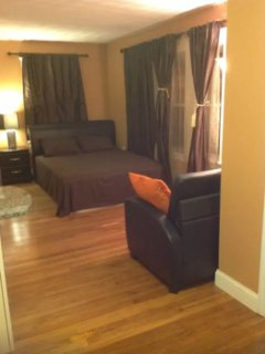 Lovely 1 Bedroom Apartment, Quincy