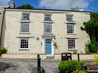WARMINGTON HOUSE, detached house, six en-suite bedrooms, two woodburners, WiFi, pet-friendly, in Camelford, Ref 11352