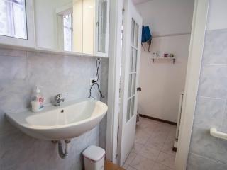 BASMA piccolo monovano con angolo cottura e bagno privato