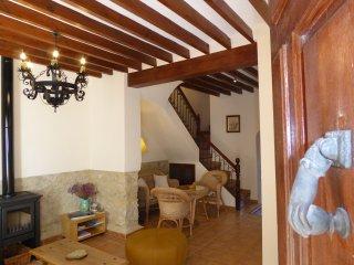 """Charming Townhouse in Aigües """"Casa La Font"""", Aigues"""