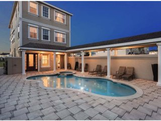 Near Disney! 5 Bedroom Luxury Villa Vacation, Kissimmee