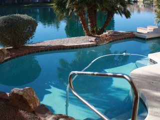 Gilbert Lakeview Home - 4bd 3 bath sleeps 9 Pool