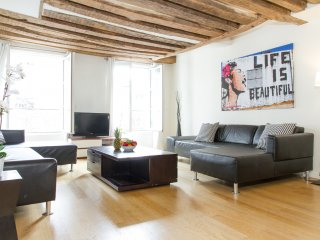 17. STUNNING SAINT GERMAIN TRIPLEX FOR 6, Paris