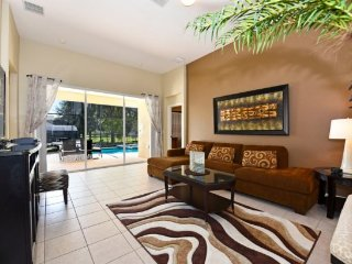 Beautiful 5 Bed 5 Bath Pool Home in the Gated Windsor Hills Resort. 7742CS, Kissimmee