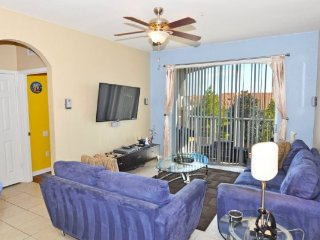 3 Bedroom 2 Bath Condo with Shuttle Service Available To The Parks. 2809AL-301, Kissimmee