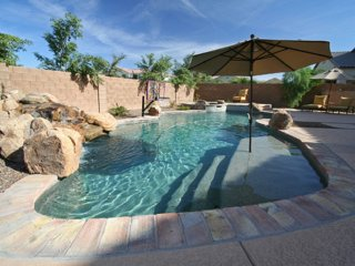 Gilbert Estate - 4600 sqft, Sleeps 12, Pool & Spa