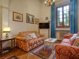 Spacious Tripoli Elegant apartment in Santa Croce with WiFi, airconditioning & privéterras., Florence