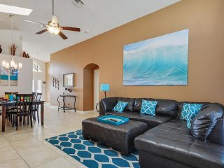 5 miles Disney-4br/3ba Pool Villa, 2 master suites, Four Corners
