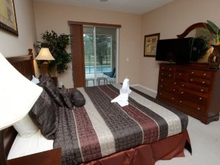 LUXURY DISNEY VILLA,WATER VIEW,WIFI, 3mi to DISNEY, Kissimmee