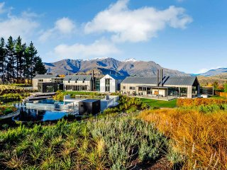 The Lodge at the Hills, Sleeps 12, Arrowtown