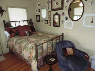 Lone Star Guest Haus - Small Suite, Luckenbach