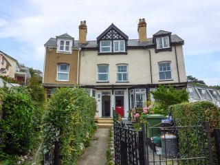 2 FRON HEULOG, terraced, pet-friendly, enclosed garden, WiFi, in Aberdovey, Ref