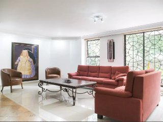 Beautiful furnished apartment in Medellin, El Poblado. Near Parque Lleras.