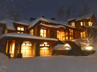 Breathtaking Views Magnificent Ski-in Ski-Out Home